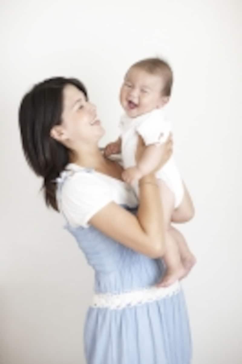 カルシウムが不足すると赤ちゃんをこんな風に抱けなくなるかも