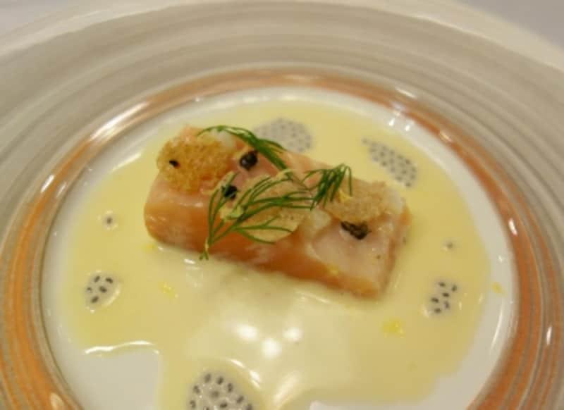 グルノーブル風をイメージしたサーモンのミ・キュイundefined柚子風味