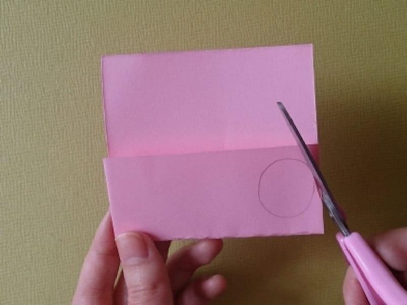 フリーハンドで切るのが難しい時は、えんぴつで描いてから切ろう