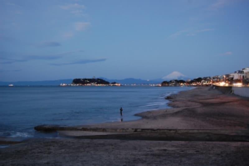 海岸国道と江ノ島の灯