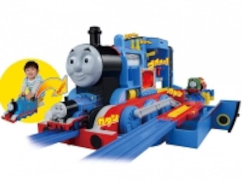 トーマスの声や音と一緒に蒸気機関の仕掛けが動き出す!