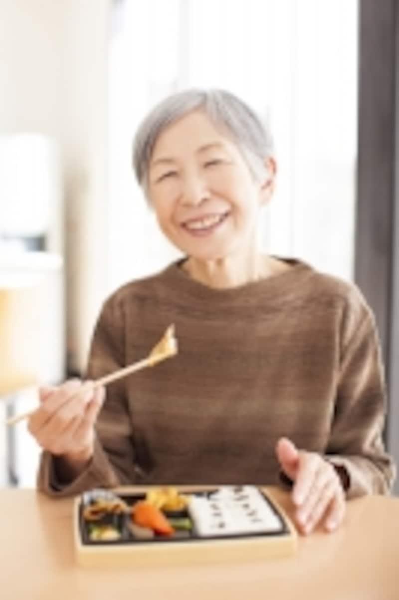高齢者,老人,健康,ヘルスケア,独居,ひとり暮らし,低栄養,タンパク質,カルシウム,ビタミン,若者,ジャンク,偏り,うつ,ミネラル