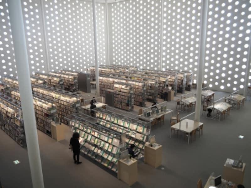 内部@金沢海みらい図書館