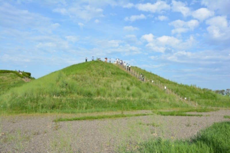 公園内の古墳群で最も古い稲荷山古墳