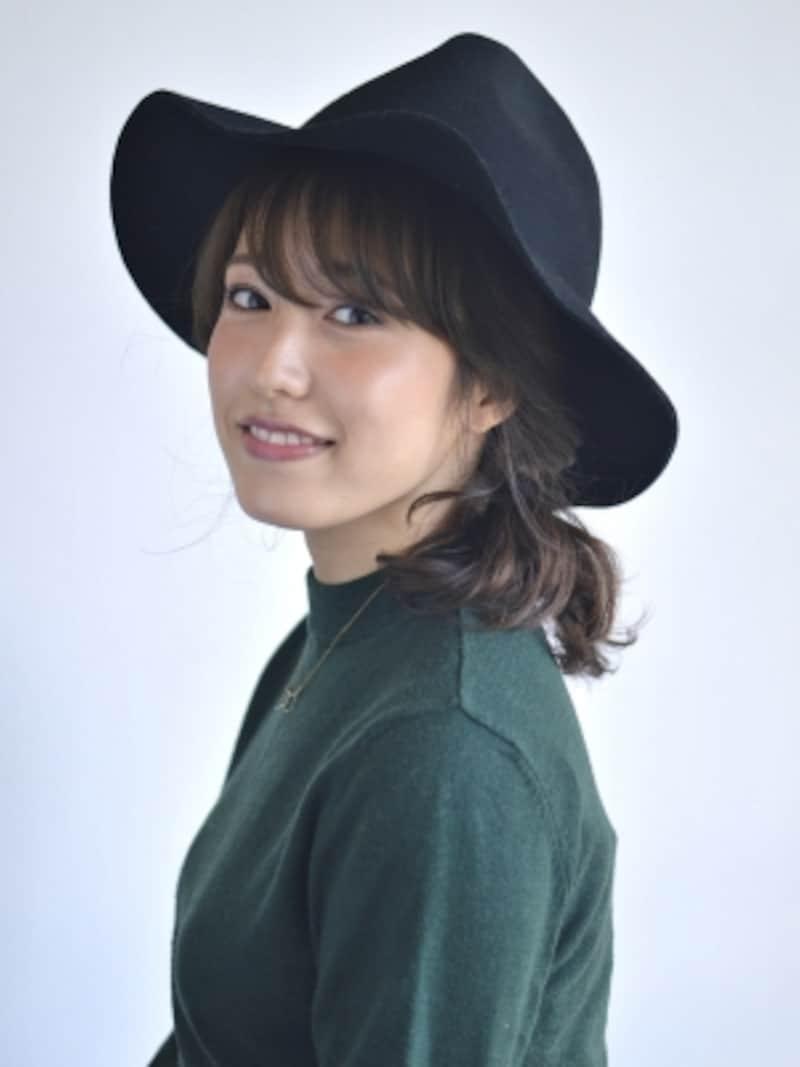 帽子に似合う!ミディアムヘアの簡単ハットアレンジ