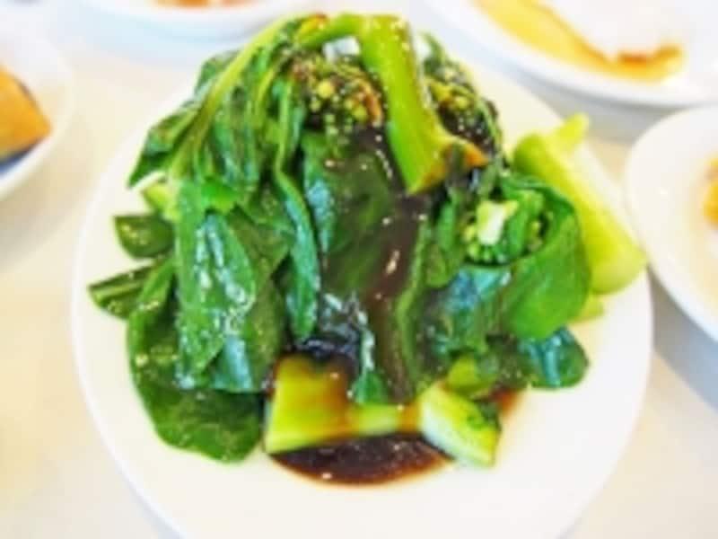 ワゴンで湯通ししてくれる中国青菜はシャキシャキの歯ごたえ