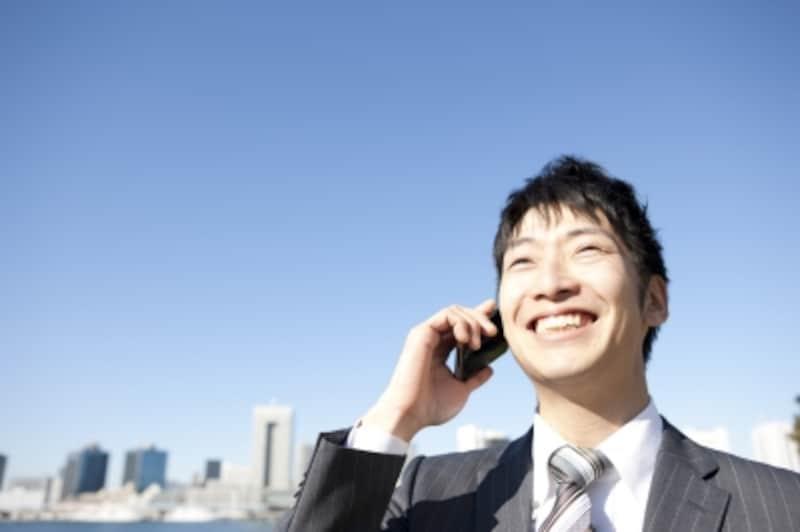 笑顔の男性。
