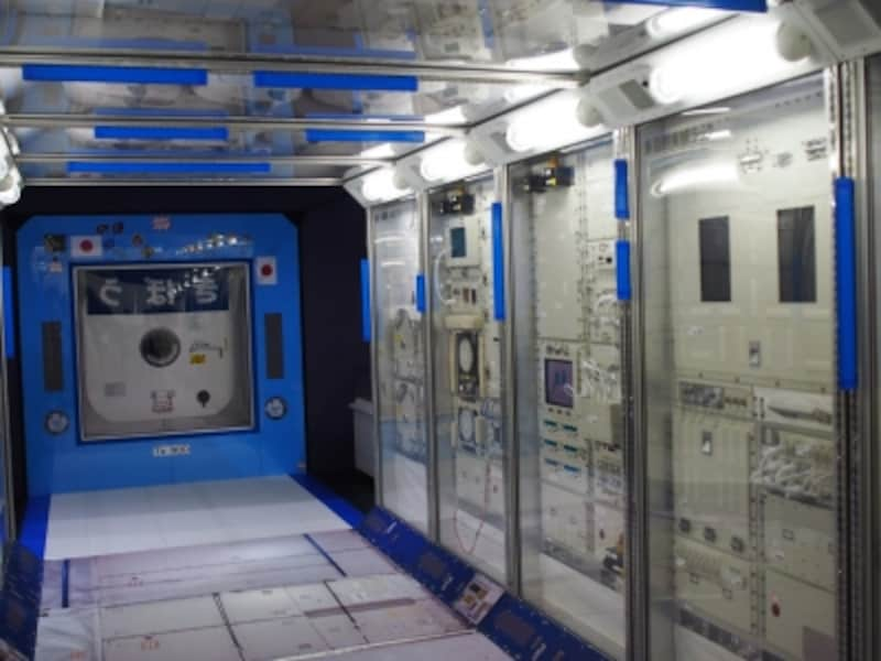 宇宙飛行士たちが作業をする場所