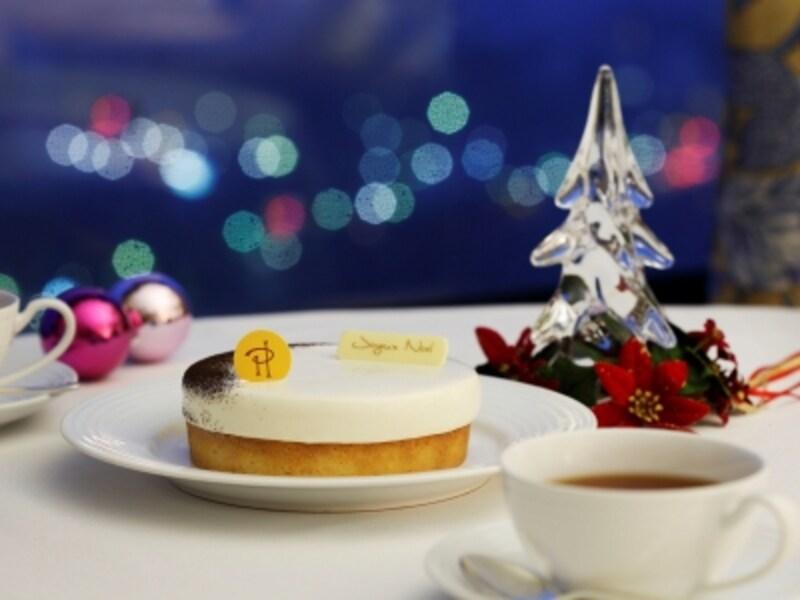 客室に届けられるピエール・エルメ・パリ特製クリスマスケーキ