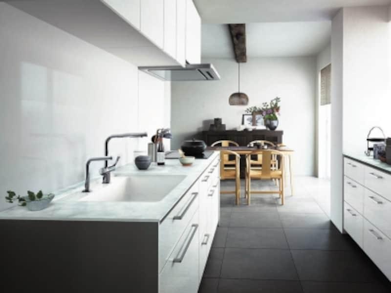 キッチン空間のイメージも左右する壁素材は、インテリア性と機能性を検討して。undefined[ザ・クラッソundefinedキッチンパネルundefinedシンプルホワイトN]undefinedTOTOundefinedhttp://www.toto.co.jp/