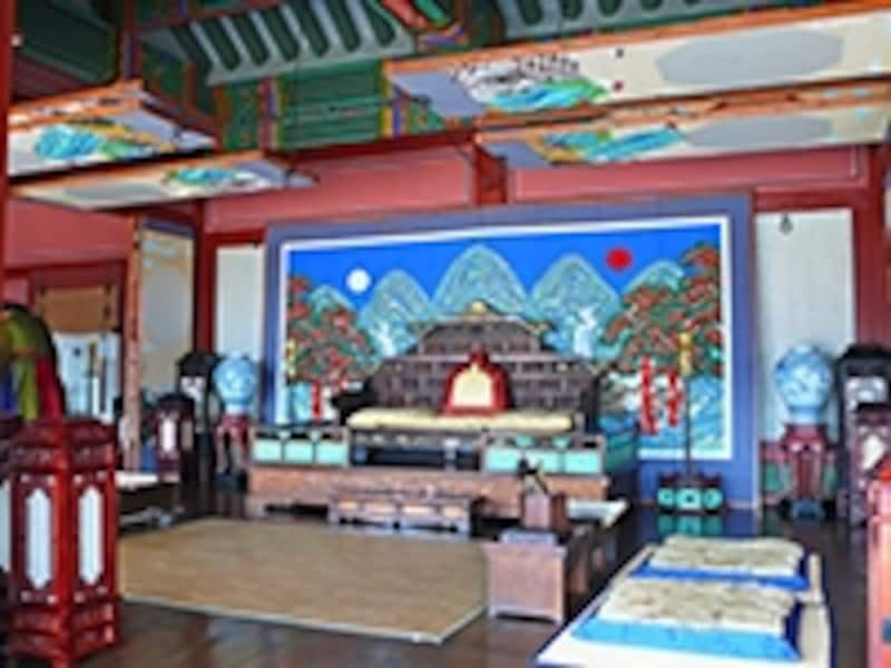 華城行宮の正殿、奉寿堂