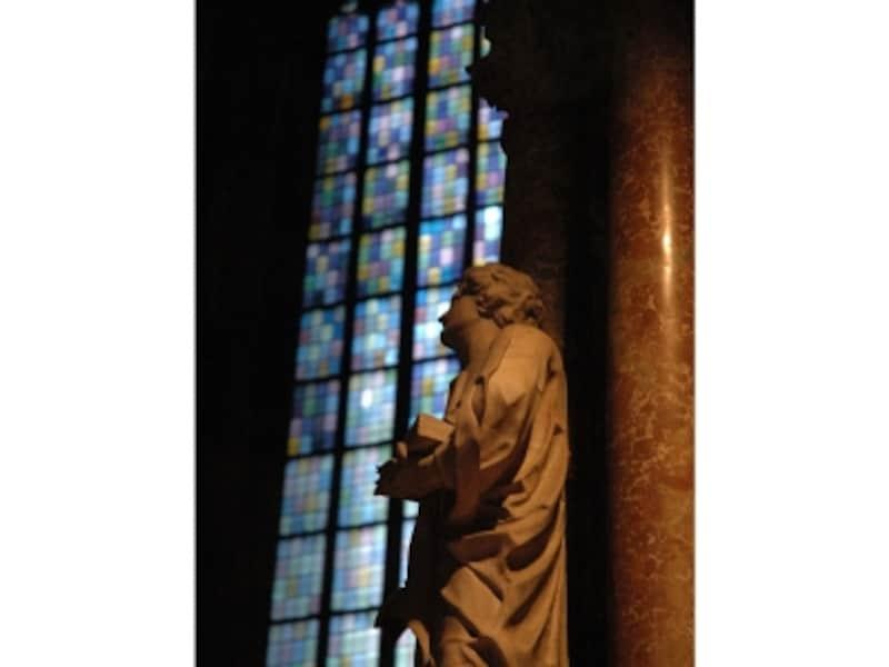 シュテファン大寺院内の風景画像