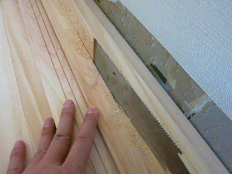 フローリングを切る1