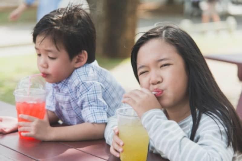 清涼飲料水は子供に飲ませてもいい?