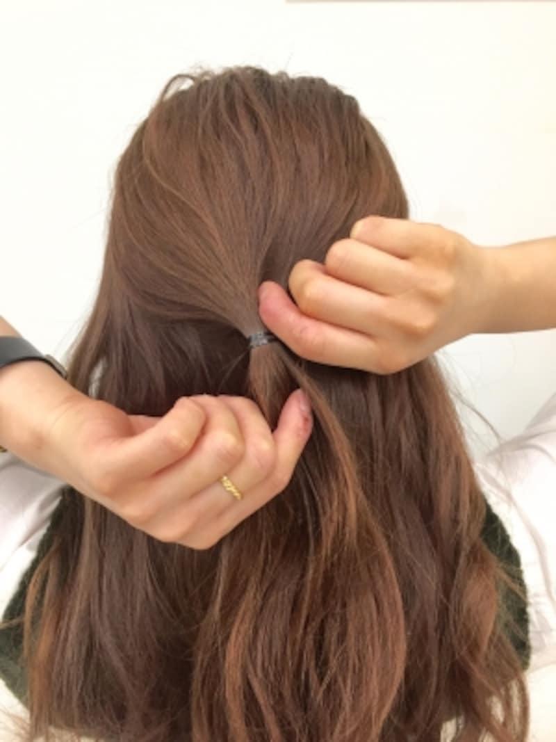 オフィスでもOK!低めの簡単まとめ髪