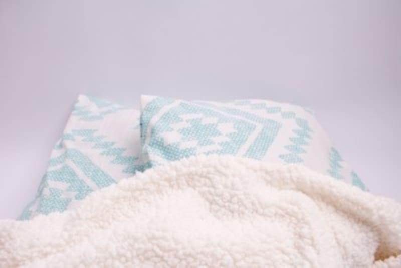 毛布は肌触りが良い表面を、体側にしましょう