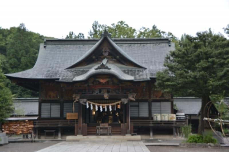 堂々とした風格を見せる徳川家康寄進の本殿