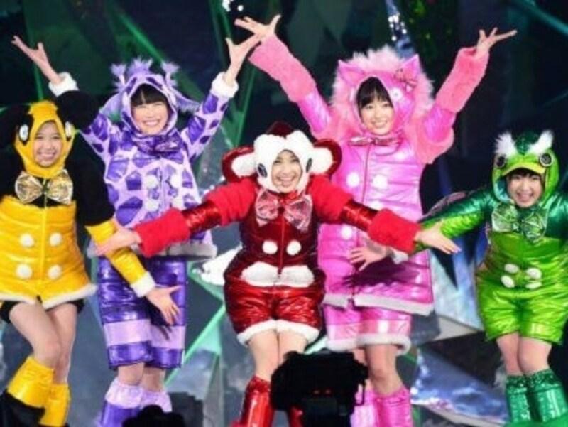 トシ子ちゃん率いる「アタシたち」が担当した、ももいろクローバーZ『サンタさん』の衣装