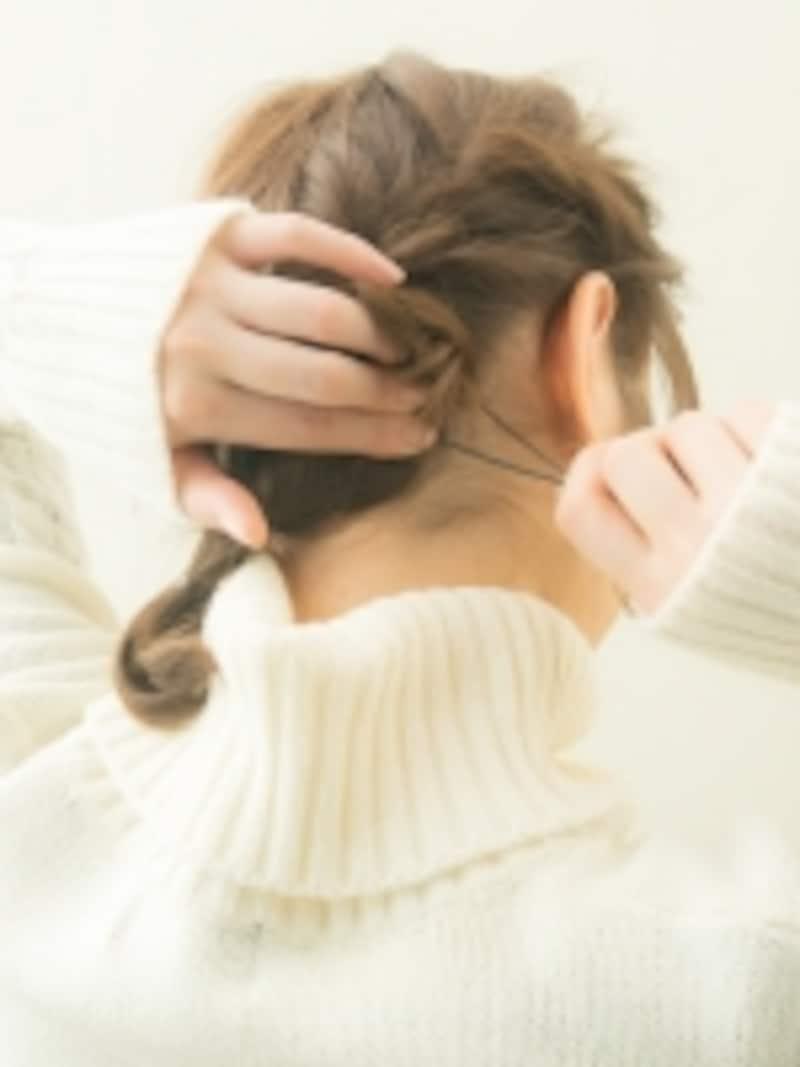 根元の毛を引っ掛けてピンで止める