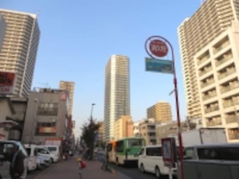 通り沿いのタワー