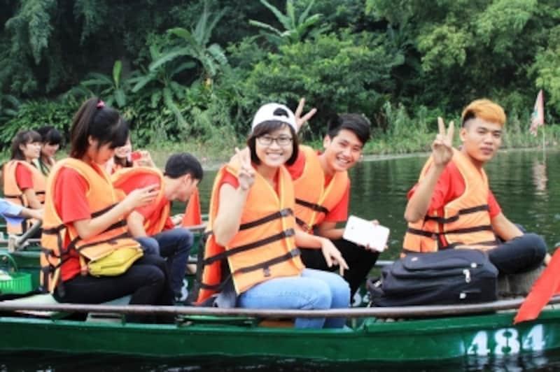 笑顔のベトナム人学生たち