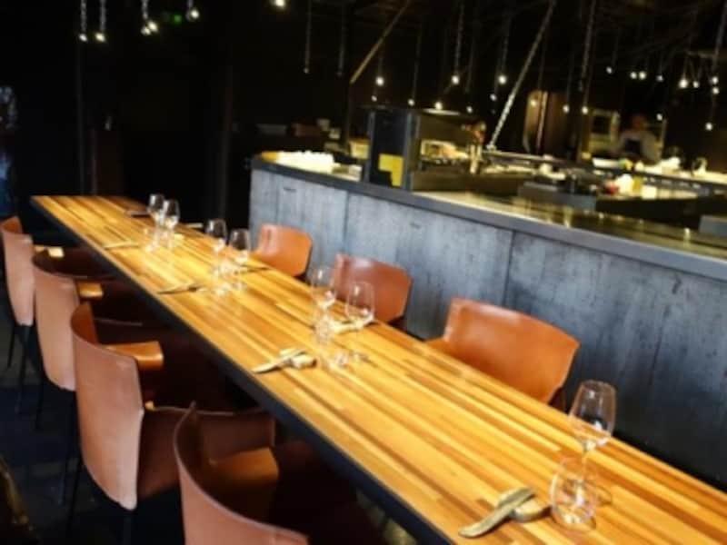 シェフズテーブル。キッチンの目の前で臨場感と出来立てが楽しめるスペシャルシート