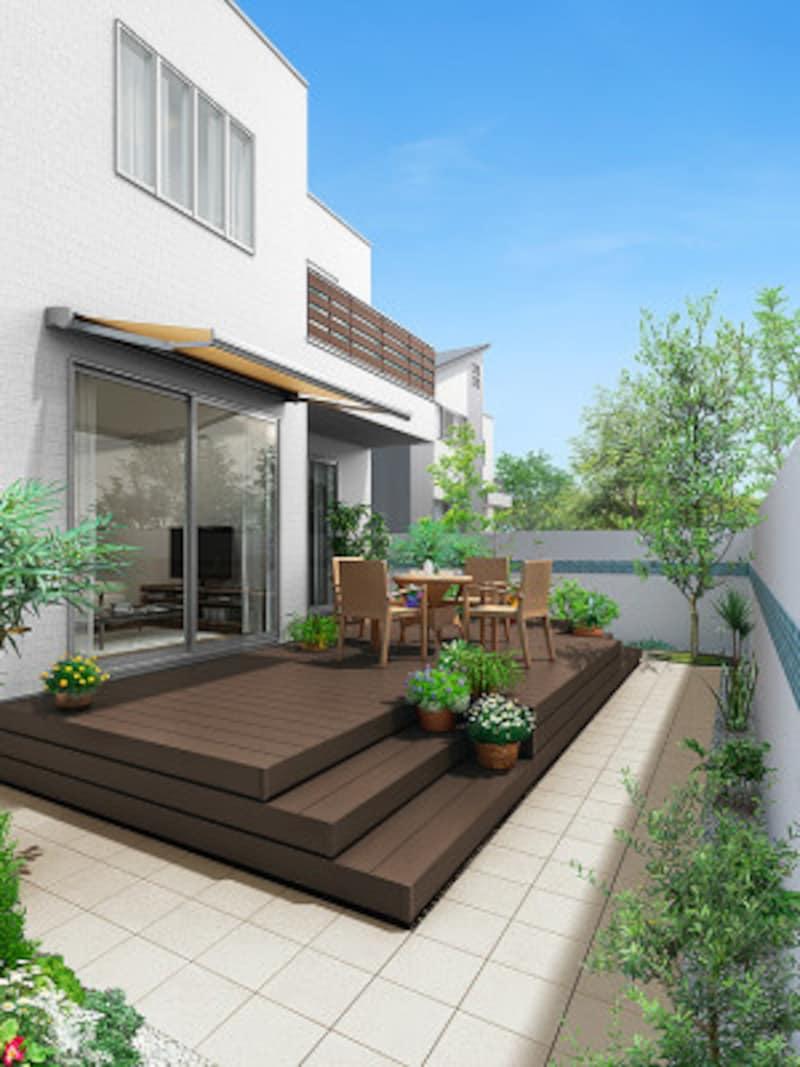 芯材部は100%リサイクル材の樹脂と木粉を使用した環境配慮商品。LIXIL共通の木目色で、アプローチやバルコニー、玄関などとカラー統一も可能。[エクシオールウッドデッキ樹ら楽ステージ施工例 クリエモカA]LIXIL http://www.lixil.co.jp/