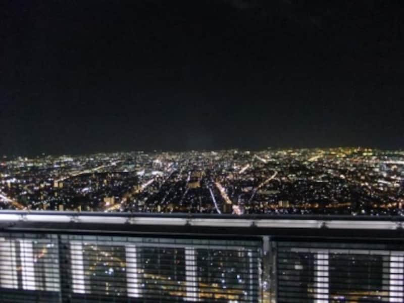 ハルカス300のヘリポートから望む大阪の夜景(南方向)