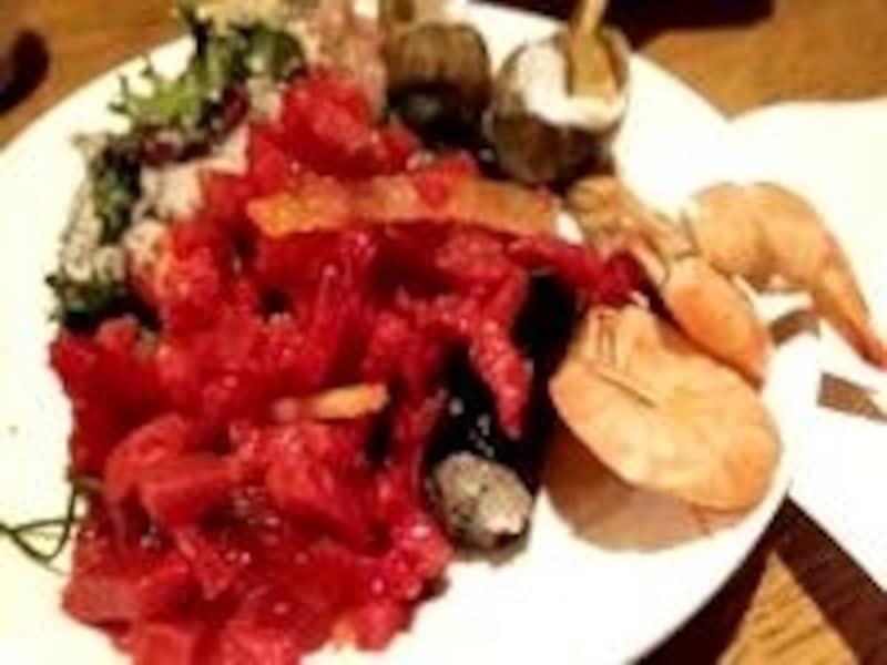 食べたい韓国料理はたくさんあっても、日程的に全部食べることは難しいこともありますね。そんなときに韓式ブッフェはぴったりかも!