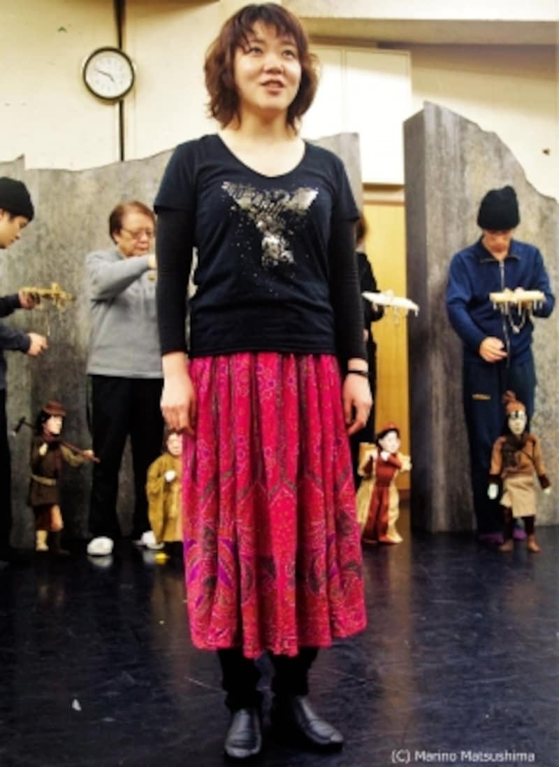 鬼の世界と人間の世界を繋ぐ存在である「少女」役を、客演の王子菜摘子さん(『レ・ミゼラブル』)が演じ、凛とした歌声を聞かせる。