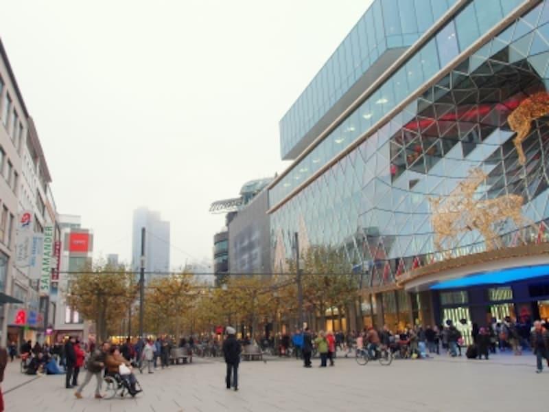 フランクフルトの観光:ショッピングストリート「ツァイル」