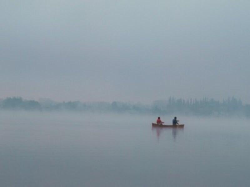 早朝の湖上カヌー