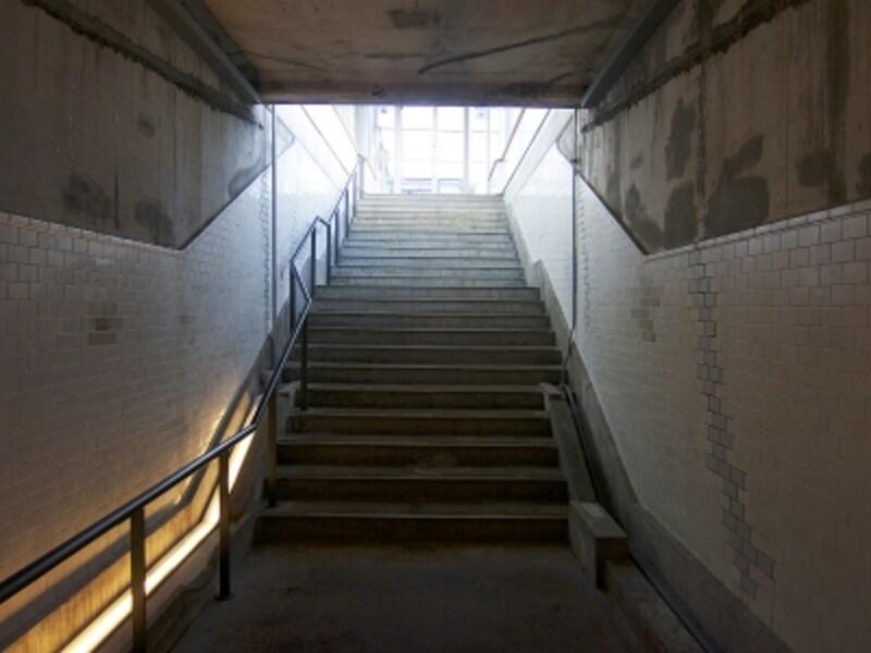 ホームに出る階段undefined
