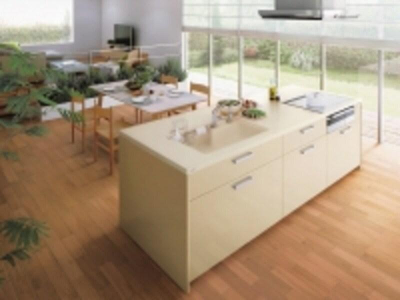 シンプルですっきりとしたキッチンはどんなインテリアにも溶け込む。[クラッソ]undefinedTOTOundefinedhttp://www.toto.co.jp/