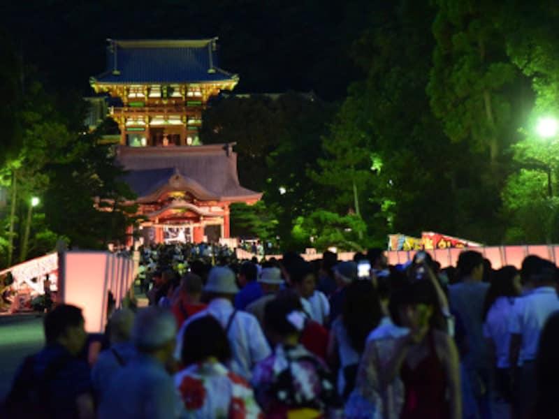 鶴岡八幡宮で8月に行われる「ぼんぼり祭り」