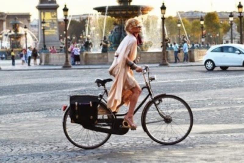 パリジェンヌはよく歩いたり自転車に乗ります