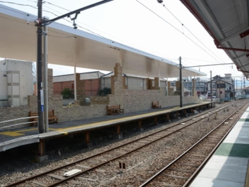 ホームから見た上州富岡駅駅舎