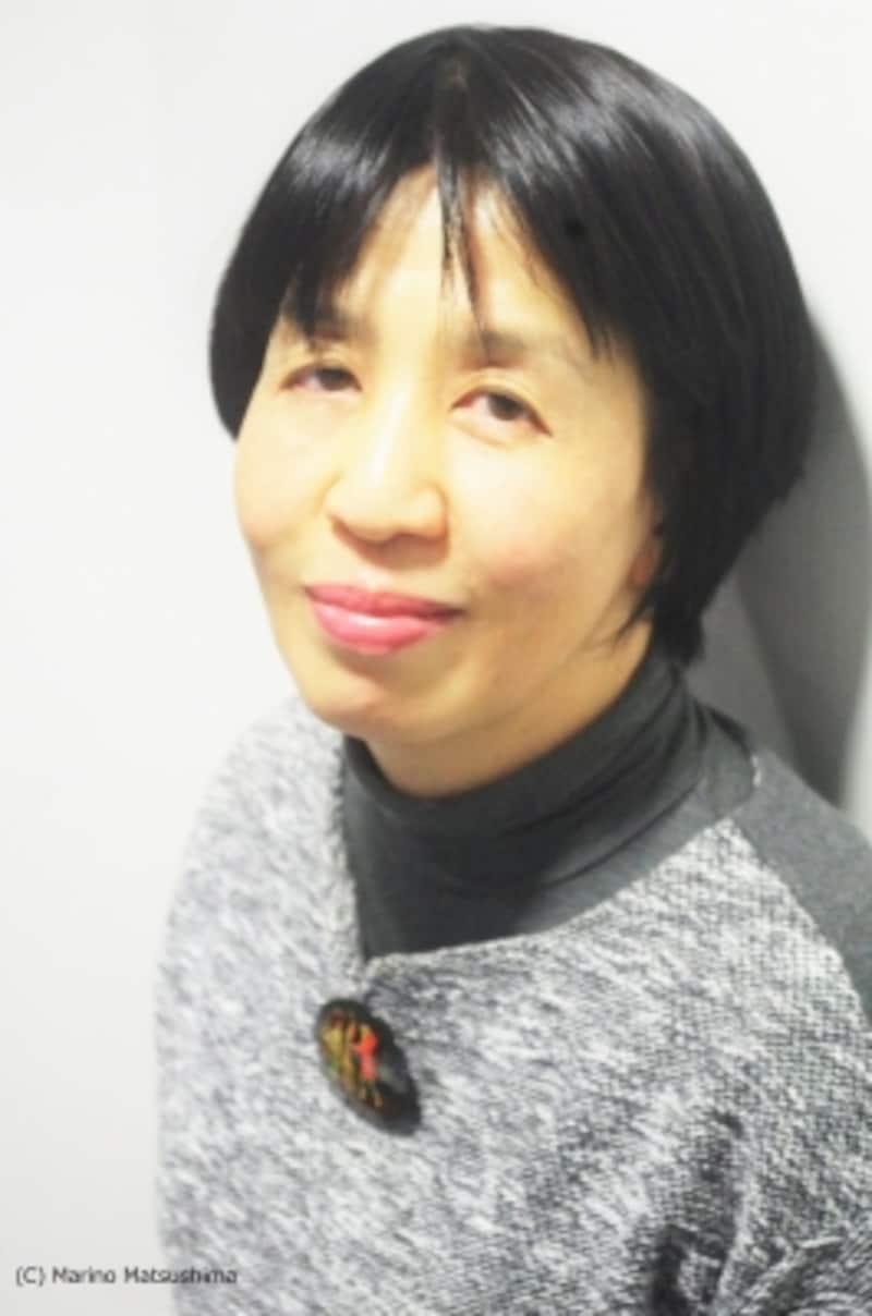 高橋知伽江undefined新潟県出身。東京外国語大学ロシア語学科卒業後、一般企業を経て劇団四季に入社。秘書兼演出助手、広報、国際などの業務をこなしながら台本執筆や翻訳(『クレイジー・フォー・ユー』等)にも携わる。97年に独立以来、様々な戯曲の執筆、翻訳、訳詞を手掛ける。13年より水戸芸術館演劇部門芸術監督。(C)MarinoMatsushima