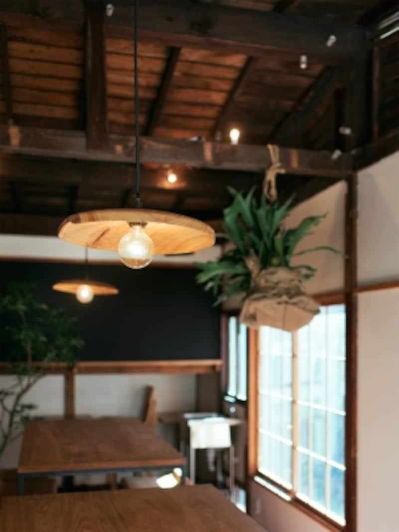 2階。家具や照明はオーダーメイド