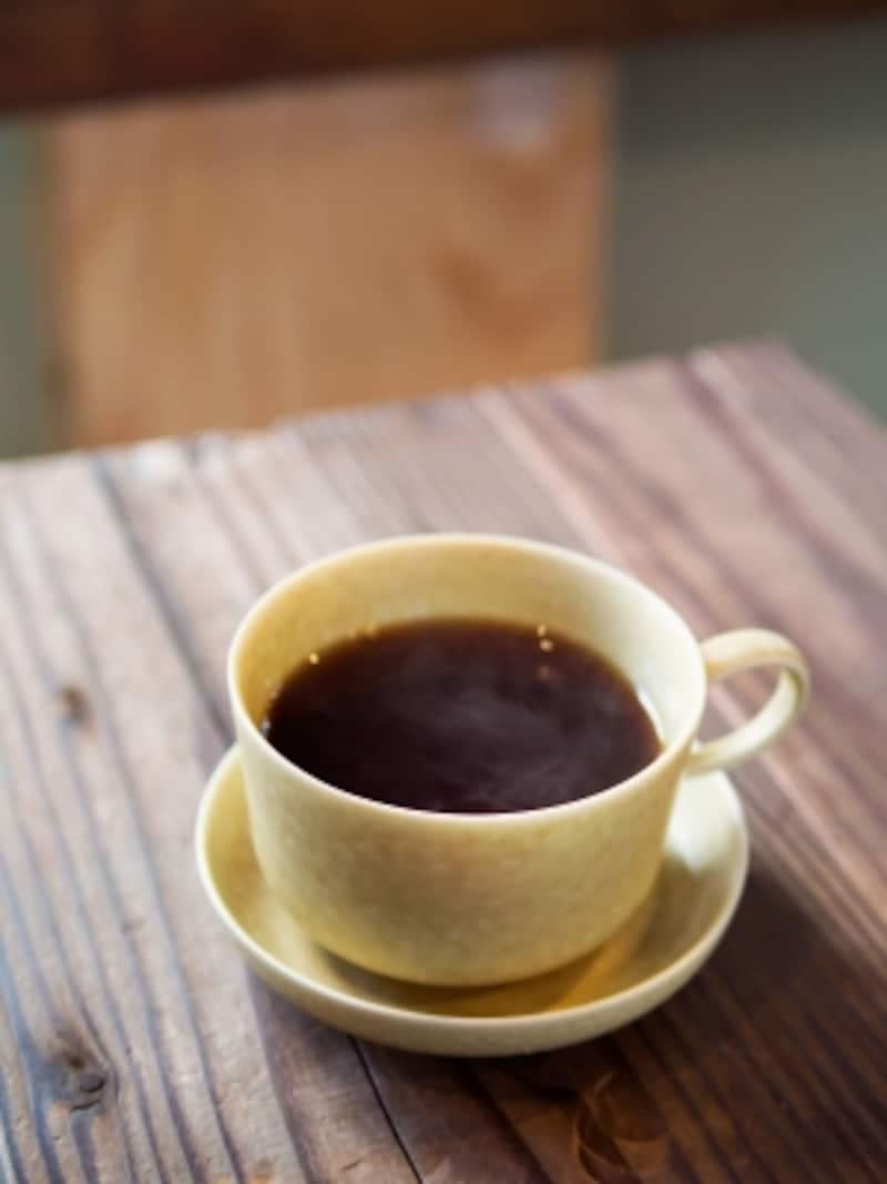 オリジナルのカップはイイホシユミコさんの作品
