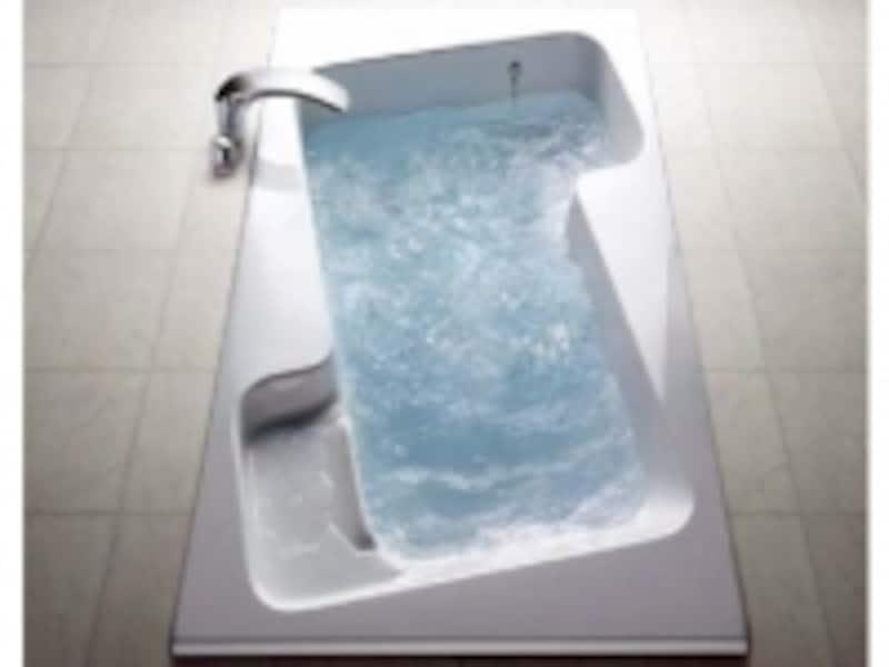気泡機能がついたバスタブ。飲み物や小物を置くスペースもある形状は、長時間の入浴が楽しめる。[XSITE浴槽]undefinedLIXILundefinedhttp://www.lixil.co.jp/