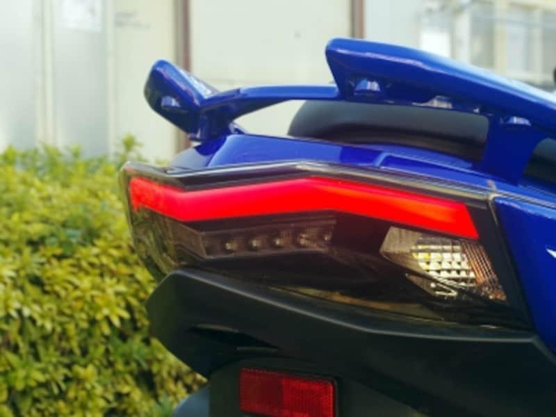 4代目シグナスX 特徴的なLEDポジションランプ