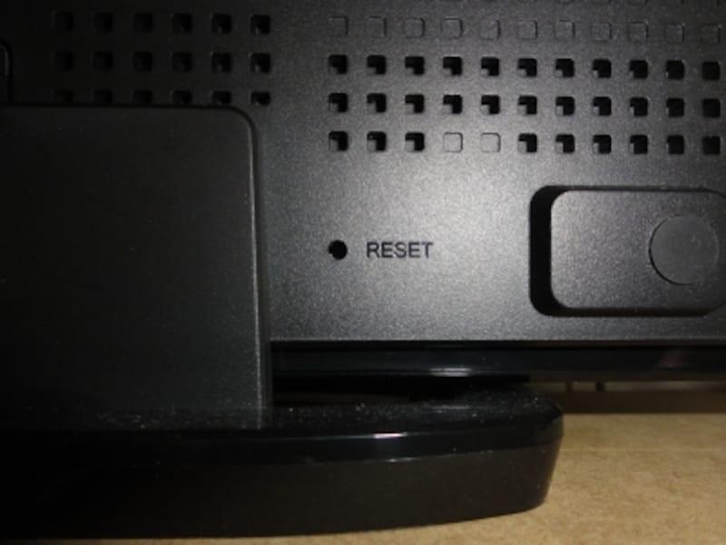 リセットスイッチは奥にある