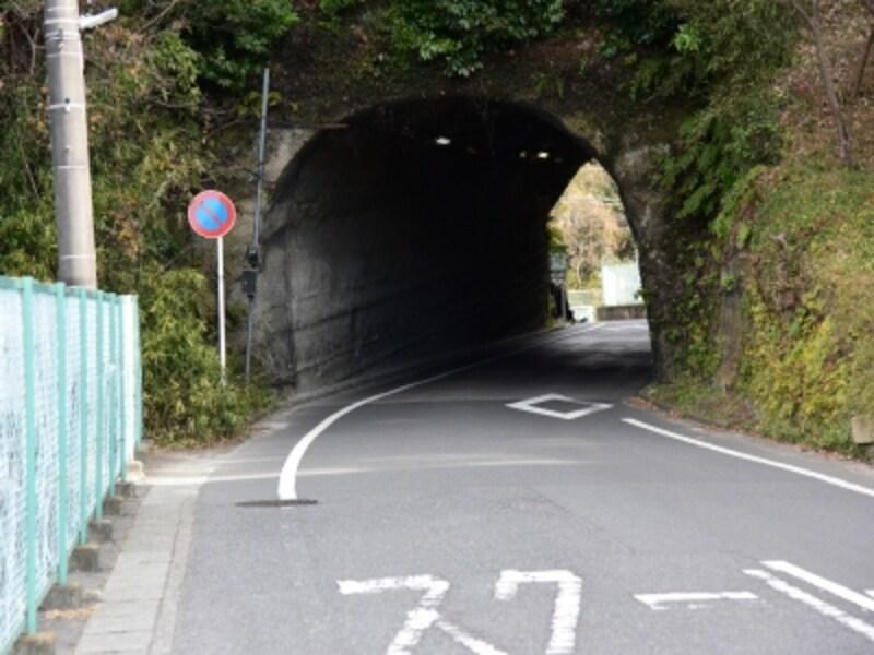 多門院の少し先にあるトンネル