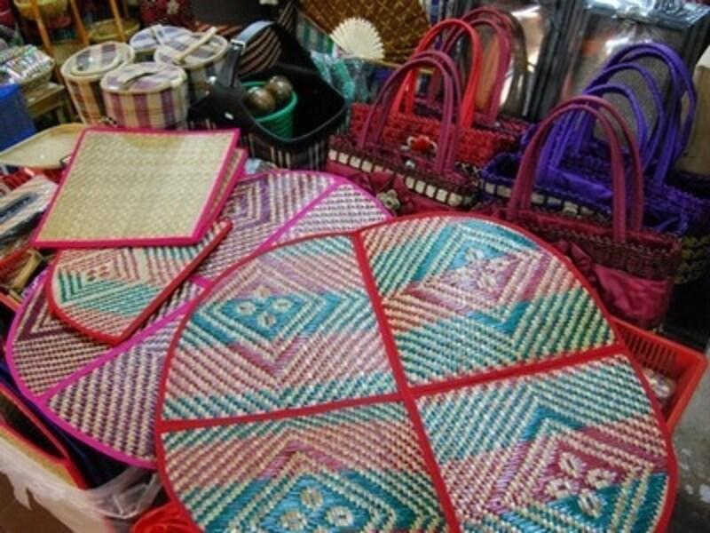 マレー半島北東部のトレンガヌの市場で見つけた籐製のピクニックシート【マレーシアのお土産】