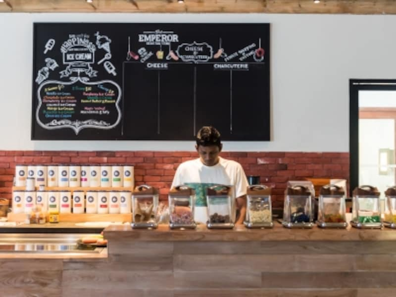 オーストラリア・シドニーの街の中で見掛けるようなデリ&カフェがリゾートの中にあるなんて不思議な気分