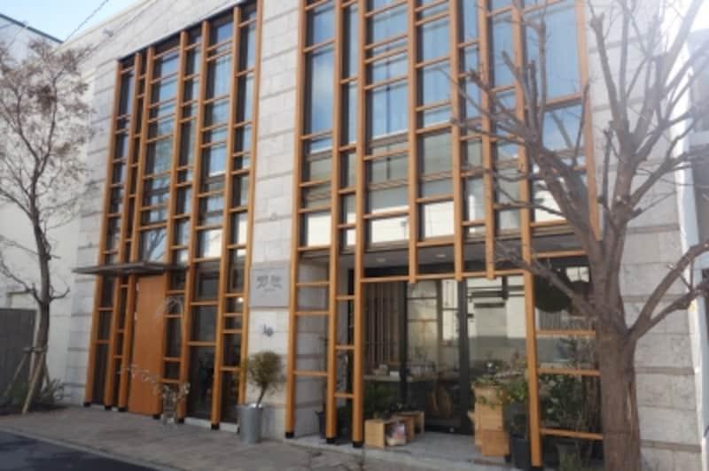 建物外観。吉野杉がふんだんに使われています。