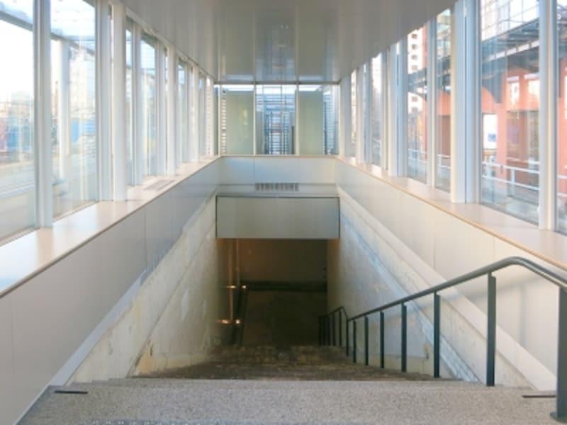 カフェがある場から望む1921階段の風景