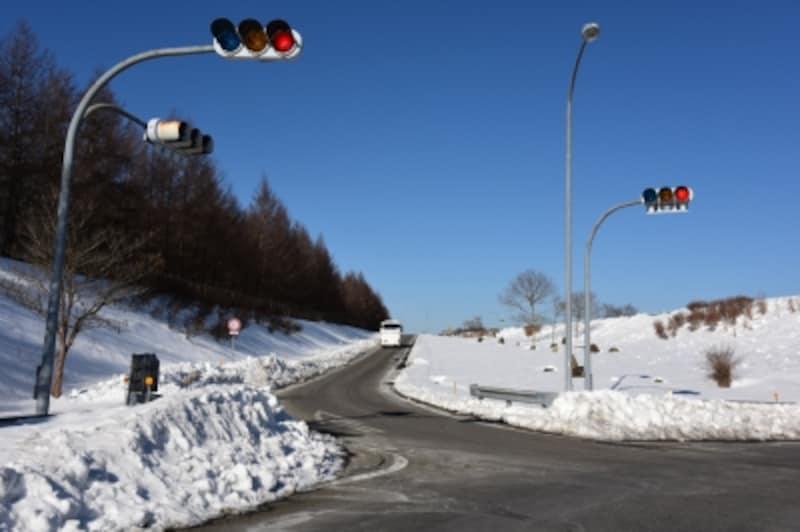 高速を降りると、路肩にはかなりの残雪が