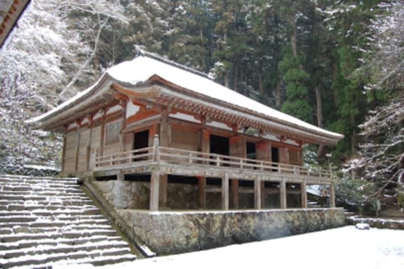 雪の室生寺金堂(国宝)